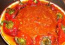Печени чушки с чеснов доматен сос